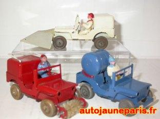 Polichinelle: Jeep avec équipements