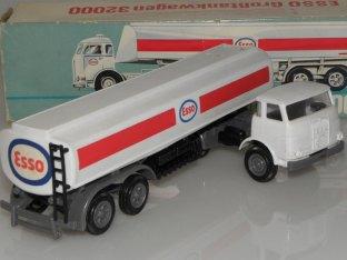 Camion citerne Esso Siku