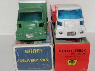 les deux Camions Morris
