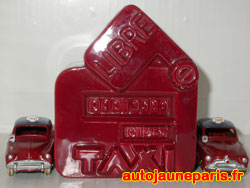 Simca Taxi Aronde 24 UT et cendrier