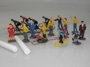 les personnages en plastique de la mallette