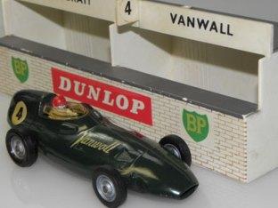 Vanwall au stand à Reims