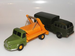 prototypes bois Unic Multibenne et Berliet T6