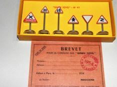Dinky toys permis 1954 et panneaux