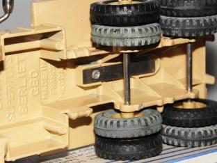 Dinky Toys Berliet GBO saharien avec lame en acier pour recevoir la remorque