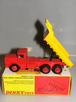 Dinky Toys Berliet GBO benne. variante de jantes