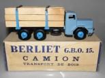 Quiralu Berliet GBO camion fardier avec ranchers et jantes de couleur bleu dur