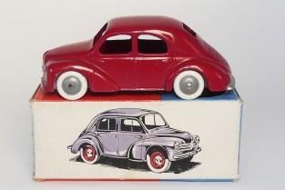 C-I-J Renault 4cv calandre 3 barres avec châssis peint de la couleur de la carrosserie