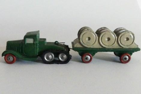 """""""jouets Citroën"""" Citroën P108 avec remorque plateau chargée de six tourets"""