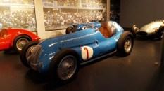 Bugatti GP du Million..derrière la Mercedes W125..la reine des circuits à l'époque