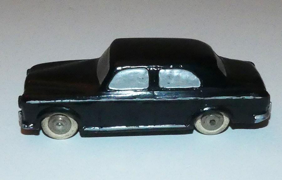 Dinky Toys Peugeot 403 berline prototype en bois