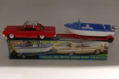 """Blue Box (Hong kong) """"Cadillac""""(Oldsmobile !) avec bateau"""