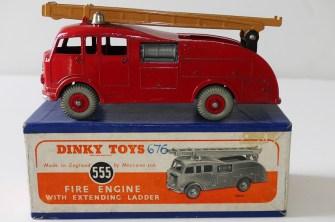 Dinky Toys Commer premier secours avec échelle de couleur beige