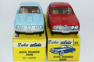 Dalia Solido Alfa Romeo 2600 ( jantes en acier chromé et avec phares moulés et en strass)
