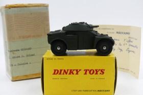 Dinky Toys boîte de transport destiné à monsieur Goirand contenant 'l'AML Panhard et la carte de monsieur Rio