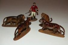 Quiralu tigres et lionne et lion avec dompteur