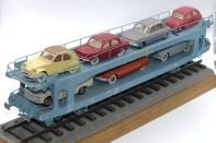 Arma maquette de wagon porte auto 1/43 avec miniatures Dinky Toys France équipées de pneus nylon Dunlop