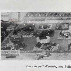 Actualités Meccano: la vitrine de monsieur Goirand avec à l'extrême gauche une 2cv camionnette grise et le Berliet GLR multibenne
