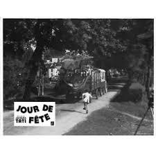 Jour de fête de jacques Tati: l'arrivée du cirque dans le village
