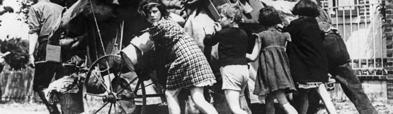 """affiche """"1940 les parisiens dans l'exode"""""""