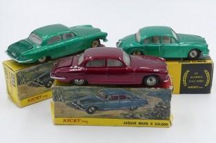 Nicky Toys Inde Jaguar MK X et 2,4L avec chassis Dinky Toys India) et avec jantes en acier chromé d'origine anglaise