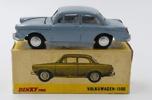 Dinky Toys Inde Volkswagen 1500 (chassis Dinky Toys India)