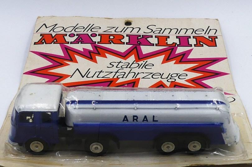 Marklin emballage thermoformé avec Mercedes semi remorque Aral. Début des années soixante dix.