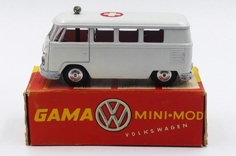 "Gama Volkswagen fourgon mini bus ""Croix Rouge"""