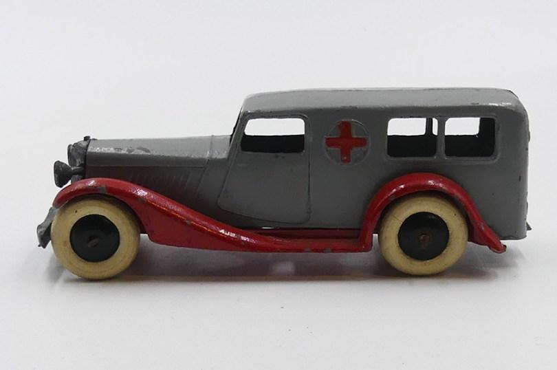 Dinky Toys Bentley ambulance versions d'avant guerre