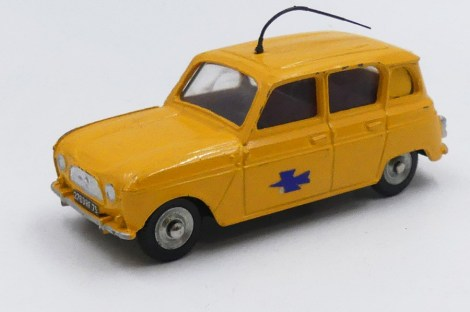 Dinky Toys Renault 4l postes avec chassis plastique modèle du bureau d'études sur la basse de l'autoroutes