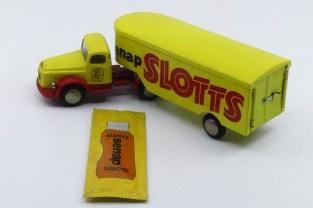 "Tekno Volvo N88 Titan semi remorque ""Slotts senap"" et son sachet de moutarde non ouvert !"
