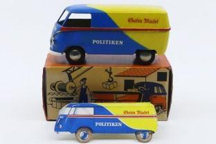 """Tekno Volkswagen Kombi """"Politiken"""" et sa carte publicitaire prouvant bien que le modèle existait réellement."""