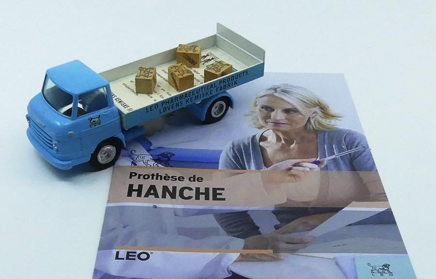 """Tekno Volvo Express""""Leo"""" avec le dossier médical donné après l'opération"""