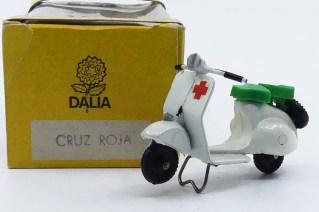 """Dalia Vespa scooter """"cruz roja"""""""