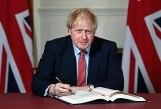 Boris Johnson signant le Brexit