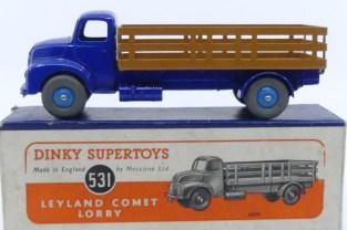 Dinky Toys Leyland Comet avec ridelles ajourées (caramel) avec jantes convexe bleu