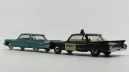 Dinky Toys Cadillac 62 police (USA) et berline (scène du film revisitée)