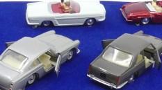 les autos sont toutes encore ficelés sur le socle, comme les modèles de la série Junior...sans cela le coffret a peu d'intérêt à mes yeux !