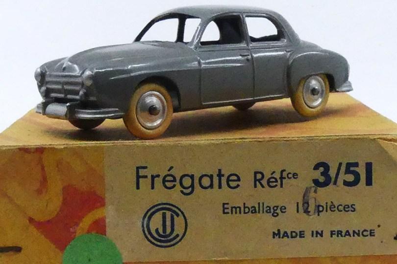 CIJ Renault Fregate calandre à barres nuance de gris et boîte de 6 et non de 12 comme CIJ l'a imprimé ! et corrigé au tampon
