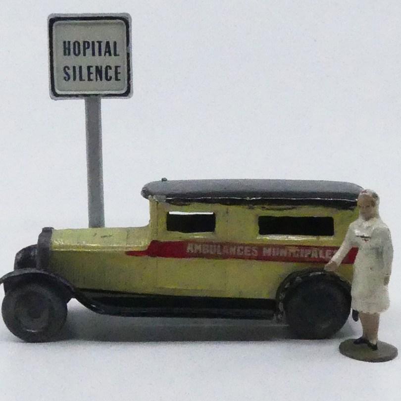 CD Delahaye camionnette ambulance municipale