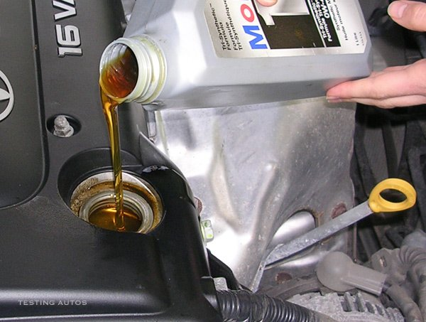 Why we need to change motor engine oil regularly autojosh for What motor oil do i need