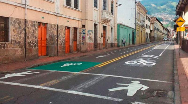 """Municipio señaliza """"ciclovías"""" en el centro sur de Quito"""