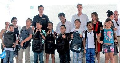 Continental Tire Andina donó mochilas y útiles escolares