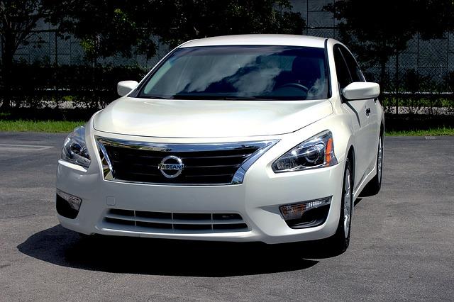 Nissan autó