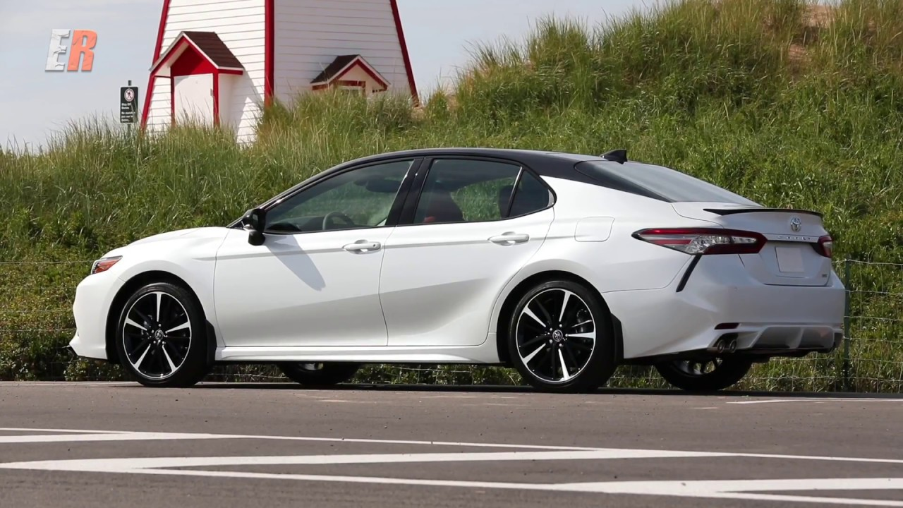 beyond size and interior key differences between camry 2018 and corolla 2018 automilas. Black Bedroom Furniture Sets. Home Design Ideas