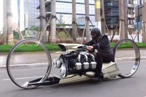 Check Out The 36-inch Hubless Motorbike With A 300hp Rolls-Royce Aircraft Engine