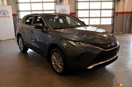 2021 Toyota Venza, front