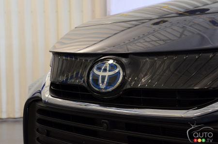 2021 Toyota Venza, hood