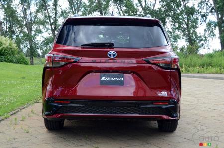 2021 Toyota Sienna, rear