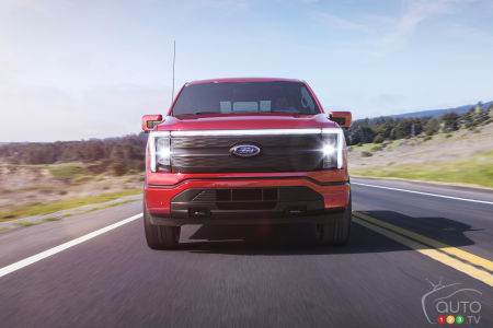 2022 Ford F-150 Lightning, front
